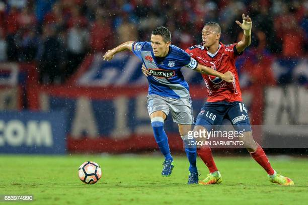 Ecuador's Emelec forward Argentinean Marcos Mondaini vies for the ball with Colombia's Independiente Medellin midfielder Yairo Moreno during their...