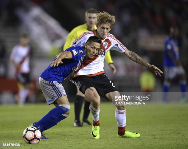 Ecuador's Emelec forward Marcos Mondaini vies for the ball with Argentina's River Plate midfielder Ivan Rossi during their Copa Libertadores 2017...