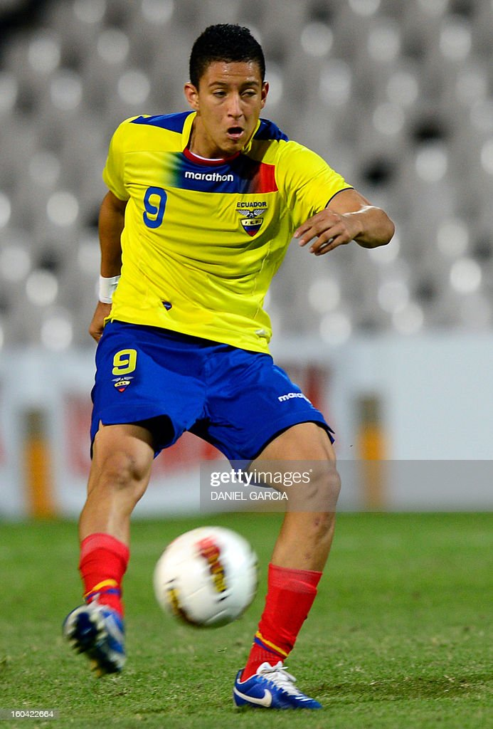 Ecuador's forward Miguel Parrales takes the ball with during their South American U-20 final round football match against Peru at Malvinas Argentinas stadium in Mendoza, Argentina, on January 30, 2013. Four teams will qualify for the FIFA U-20 World Cup Turkey 2013.