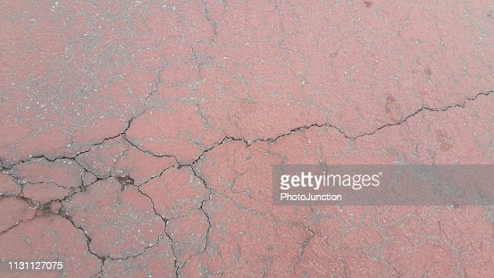 ed colored damaged road or paved pathway with crackes of different shpaes. : Foto stock