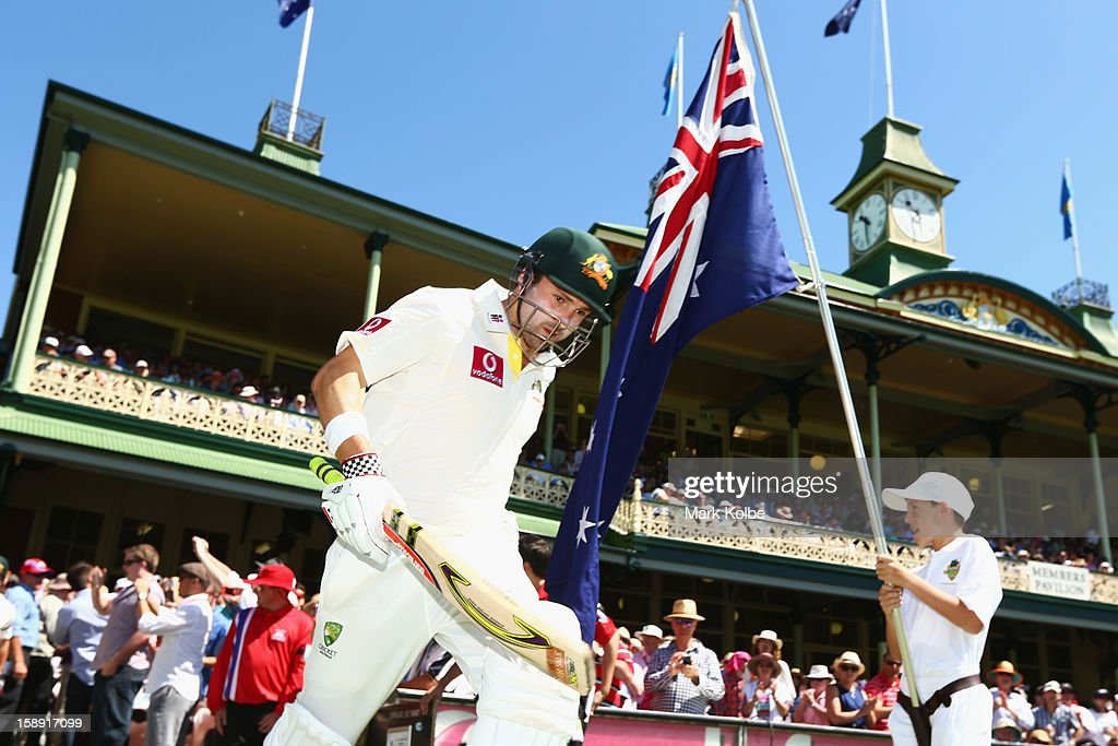 Ed Cowan of Australia take the field during day two of the Third Test match between Australia and Sri Lanka at Sydney Cricket Ground on January 4, 2013 in Sydney, Australia.