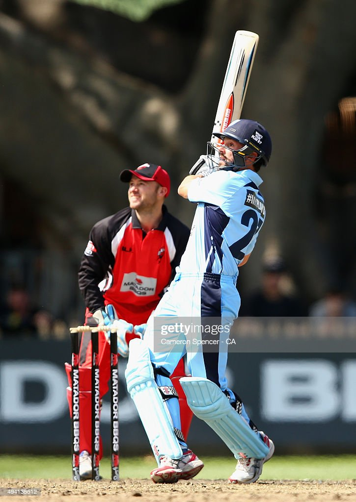 <a gi-track='captionPersonalityLinkClicked' href=/galleries/search?phrase=Ed+Cowan&family=editorial&specificpeople=2207390 ng-click='$event.stopPropagation()'>Ed Cowan</a> of the Blues bats during the Matador BBQs One Day Cup final match between New South Wales and South Australia at North Sydney Oval on October 25, 2015 in Sydney, Australia.