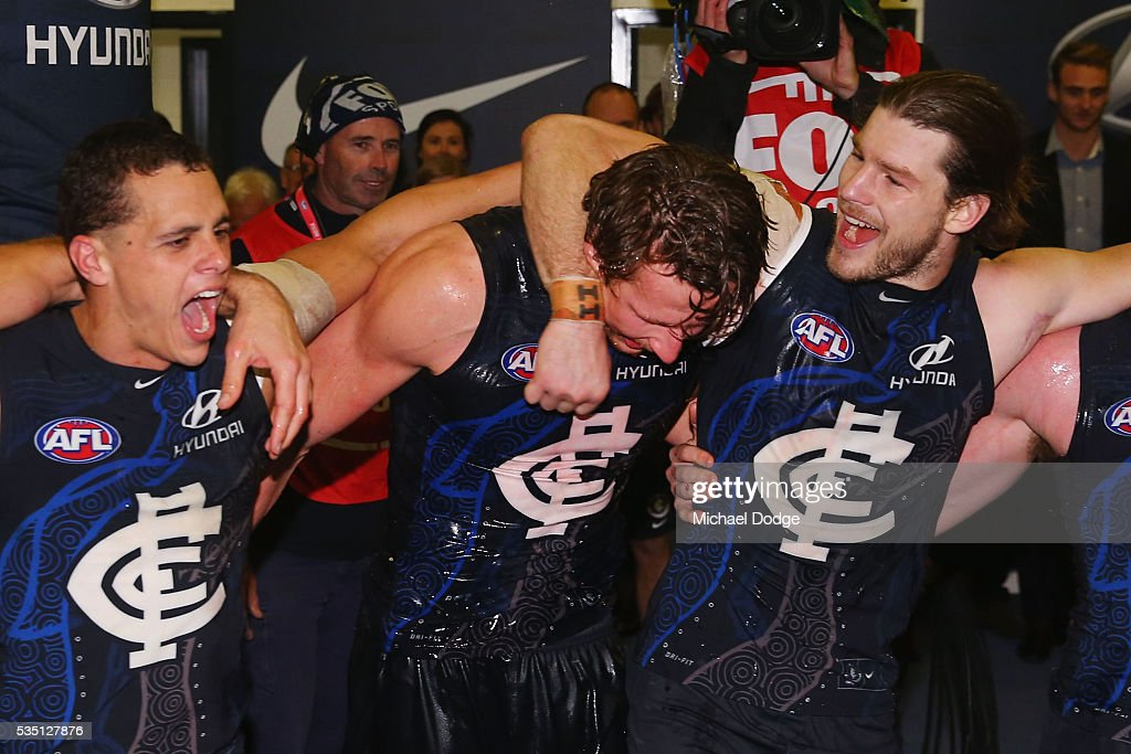 Ed Curnow (L) Daniel Gorringe and <a gi-track='captionPersonalityLinkClicked' href=/galleries/search?phrase=Bryce+Gibbs+-+Giocatore+di+football+australiano&family=editorial&specificpeople=14712789 ng-click='$event.stopPropagation()'>Bryce Gibbs</a> of the Blues (R) sing the club song after winning during the round 10 AFL match between the Carlton Blues and the Geelong Cats at Etihad Stadium on May 29, 2016 in Melbourne, Australia.