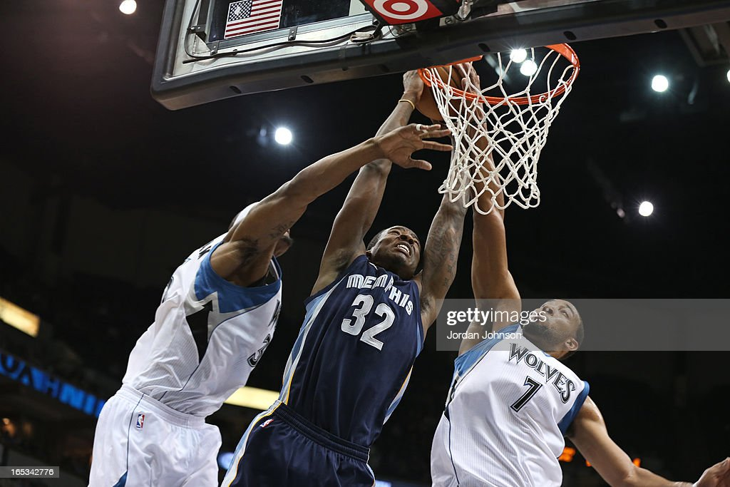 Ed Davis #32 of the Memphis Grizzlies dunks the ball against the Minnesota Timberwolves on March 30, 2013 at Target Center in Minneapolis, Minnesota.