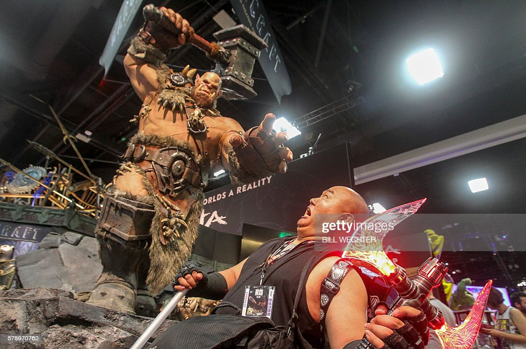 Ed de los Reyes is about to be pummeled by a statue of Orgrim Doomhammer from movie Warcraft during Comic-Con International 2016 in San Diego, California, July 22, 2016. / AFP / Bill Wechter