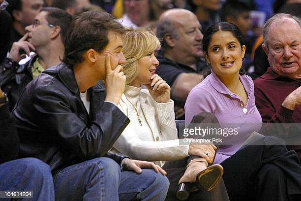 Ed Norton and Salma Hayek watch the lakers play the Bulls