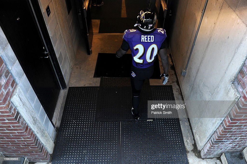 Ed Reed #20 of the Baltimore Ravens walks back to the locker room after warm ups against the Indianapolis Colts during the AFC Wild Card Playoff Game at M&T Bank Stadium on January 6, 2013 in Baltimore, Maryland.