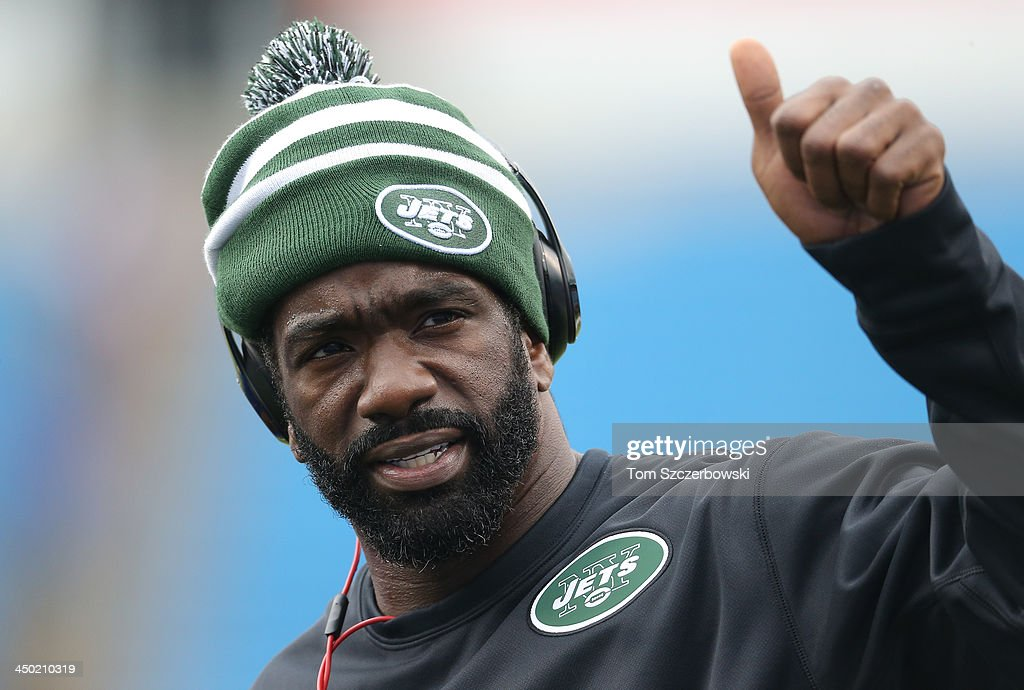 <a gi-track='captionPersonalityLinkClicked' href=/galleries/search?phrase=Ed+Reed&family=editorial&specificpeople=194933 ng-click='$event.stopPropagation()'>Ed Reed</a> #22 of the New York Jets, who was just acquired by the team, warms up before NFL game action against the Buffalo Bills at Ralph Wilson Stadium on November 17, 2013 in Orchard Park, New York.