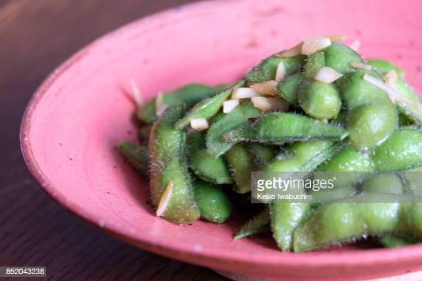 Edamame stir-fried with garlic