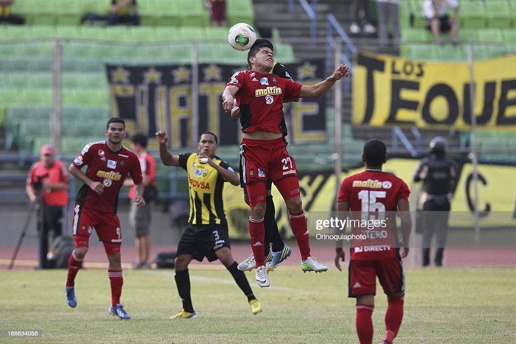 Edder Farias of Caracas FC jumps for the ball during a match between Caracas FC and Deportivo Tachira as part of the Torneo Clausura 2013 at Olympic stadium on May 12, 2013 in Caracas, Venezuela.