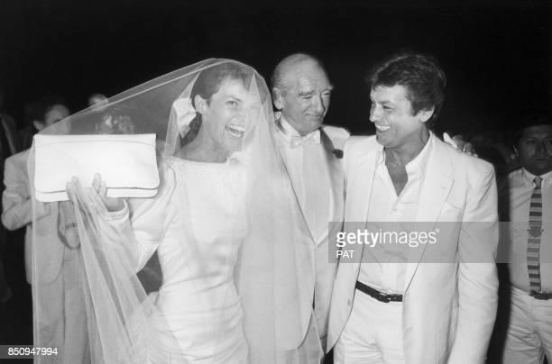Eddie Barclay et Cathy lors de leur mariage avec à droite Alain Delon le 22 juin 1984 à NeuillysurSeine France