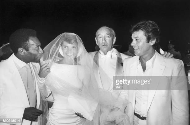 Eddie Barclay et Cathy lors de leur mariage avec également Pelé et Alain Delon le 22 juin 1984 à NeuillysurSeine France