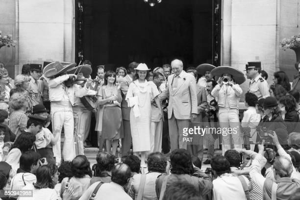 Eddie Barclay et son épouse Cathy lors de leur mriage à la mairie de NeuillysurSeine en juin 1984 France