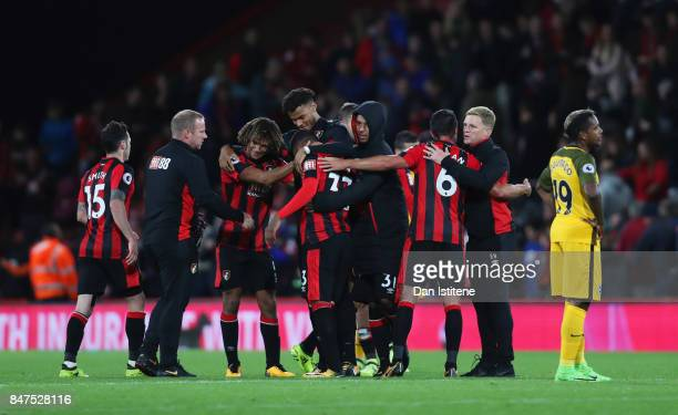 Eddie Howe Manager of AFC Bournemouth celebrates victory with players after he Premier League match between AFC Bournemouth and Brighton and Hove...