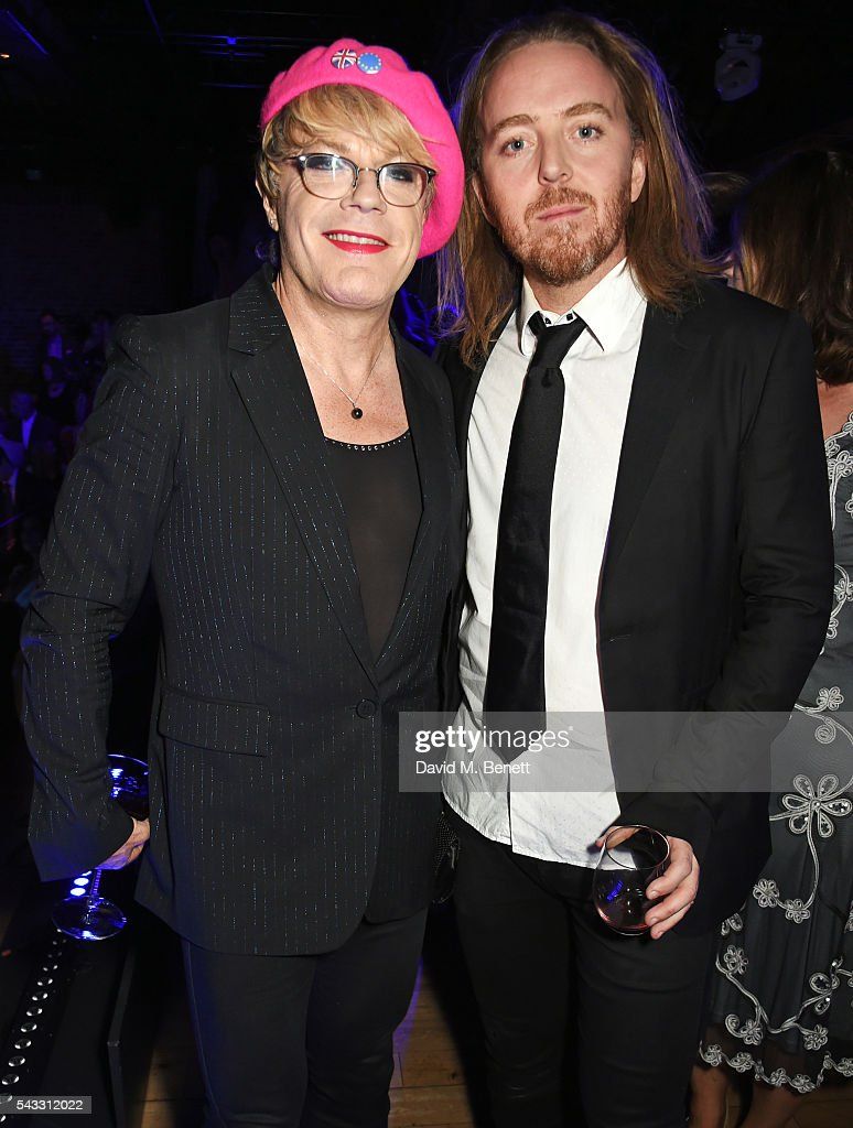 <a gi-track='captionPersonalityLinkClicked' href=/galleries/search?phrase=Eddie+Izzard&family=editorial&specificpeople=204152 ng-click='$event.stopPropagation()'>Eddie Izzard</a> (L) and <a gi-track='captionPersonalityLinkClicked' href=/galleries/search?phrase=Tim+Minchin&family=editorial&specificpeople=2244352 ng-click='$event.stopPropagation()'>Tim Minchin</a> attend the Summer Gala for The Old Vic at The Brewery on June 27, 2016 in London, England.