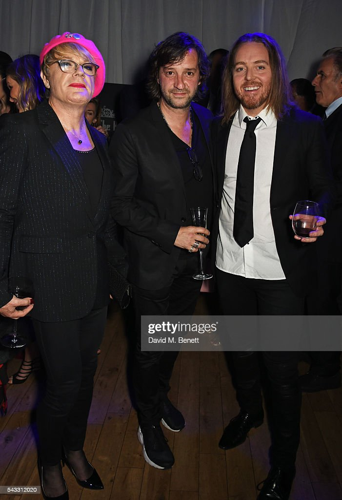 <a gi-track='captionPersonalityLinkClicked' href=/galleries/search?phrase=Eddie+Izzard&family=editorial&specificpeople=204152 ng-click='$event.stopPropagation()'>Eddie Izzard</a>, <a gi-track='captionPersonalityLinkClicked' href=/galleries/search?phrase=Rob+Marshall+-+Film+Director&family=editorial&specificpeople=210892 ng-click='$event.stopPropagation()'>Rob Marshall</a> and <a gi-track='captionPersonalityLinkClicked' href=/galleries/search?phrase=Tim+Minchin&family=editorial&specificpeople=2244352 ng-click='$event.stopPropagation()'>Tim Minchin</a> attend the Summer Gala for The Old Vic at The Brewery on June 27, 2016 in London, England.