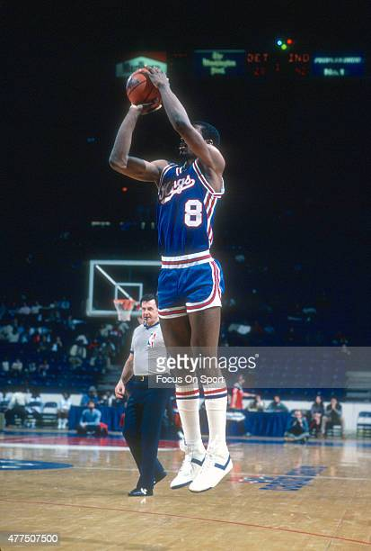 Eddie Johnson of the Kansas City Kings shoots against the Washington Bullets during an NBA basketball game circa 1982 at the Capital Centre in...