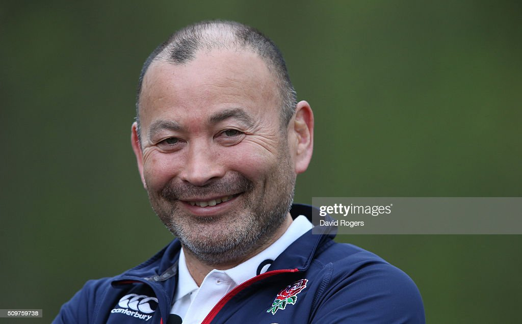 <a gi-track='captionPersonalityLinkClicked' href=/galleries/search?phrase=Eddie+Jones+-+Entrenador+de+rugby&family=editorial&specificpeople=13966519 ng-click='$event.stopPropagation()'>Eddie Jones</a>, the England head coach, faces the media during the England media session held at Pennyhill Park on February 12, 2016 in Bagshot, England.