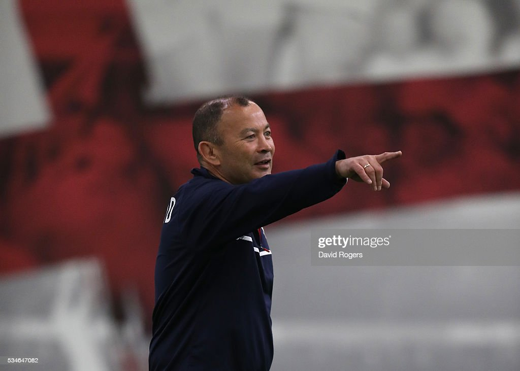 <a gi-track='captionPersonalityLinkClicked' href=/galleries/search?phrase=Eddie+Jones+-+Rugby+Coach&family=editorial&specificpeople=13966519 ng-click='$event.stopPropagation()'>Eddie Jones</a>, the England head coach, issues instructions during the England training session held at Pennyhill Park on May 27, 2016 in Bagshot, England.