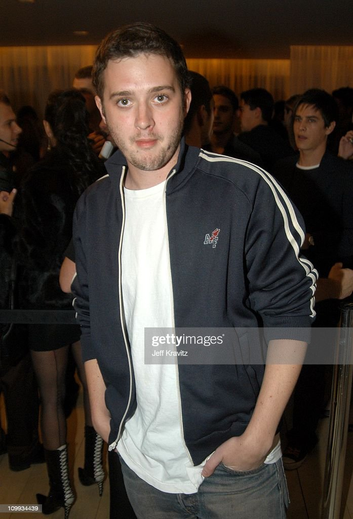 <a gi-track='captionPersonalityLinkClicked' href=/galleries/search?phrase=Eddie+Kaye+Thomas&family=editorial&specificpeople=228306 ng-click='$event.stopPropagation()'>Eddie Kaye Thomas</a> during Jessica Simpson and Nick Lachey Host Sony Ericsson T610/T616 Shoot for the Stars Charity Auction for the Make-A-Wish-Foundation - Arrivals at Mondrian Hotel in Los Angeles, California, United States.