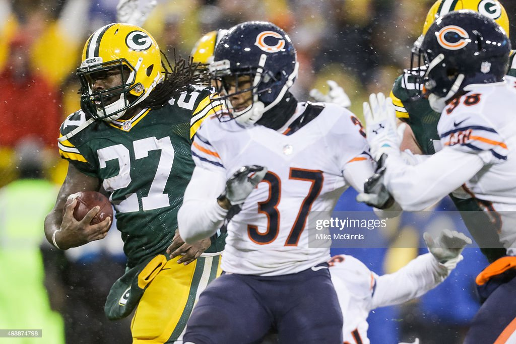 <a gi-track='captionPersonalityLinkClicked' href=/galleries/search?phrase=Eddie+Lacy&family=editorial&specificpeople=6902550 ng-click='$event.stopPropagation()'>Eddie Lacy</a> #27 of the Green Bay Packers carries the football toward the endzone, resulting in a touchdown, in the first quarter against the Chicago Bears at Lambeau Field on November 26, 2015 in Green Bay, Wisconsin.