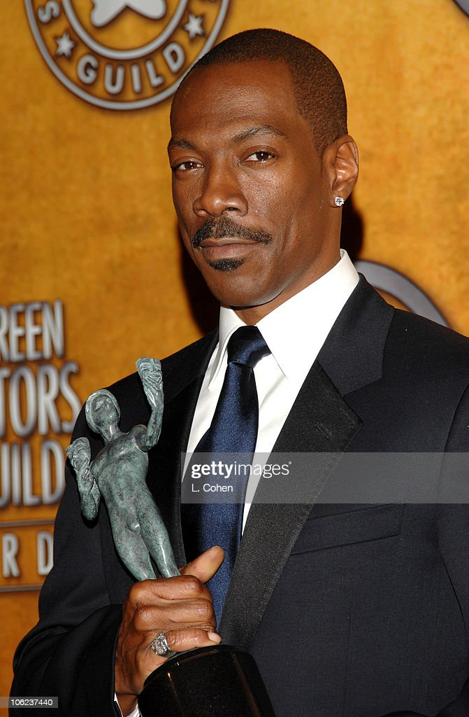 <a gi-track='captionPersonalityLinkClicked' href=/galleries/search?phrase=Eddie+Murphy&family=editorial&specificpeople=203093 ng-click='$event.stopPropagation()'>Eddie Murphy</a>, winner Outstanding Performance by a Male Actor in a Supporting Role for 'Dreamgirls' 12867_LC_0176.jpg