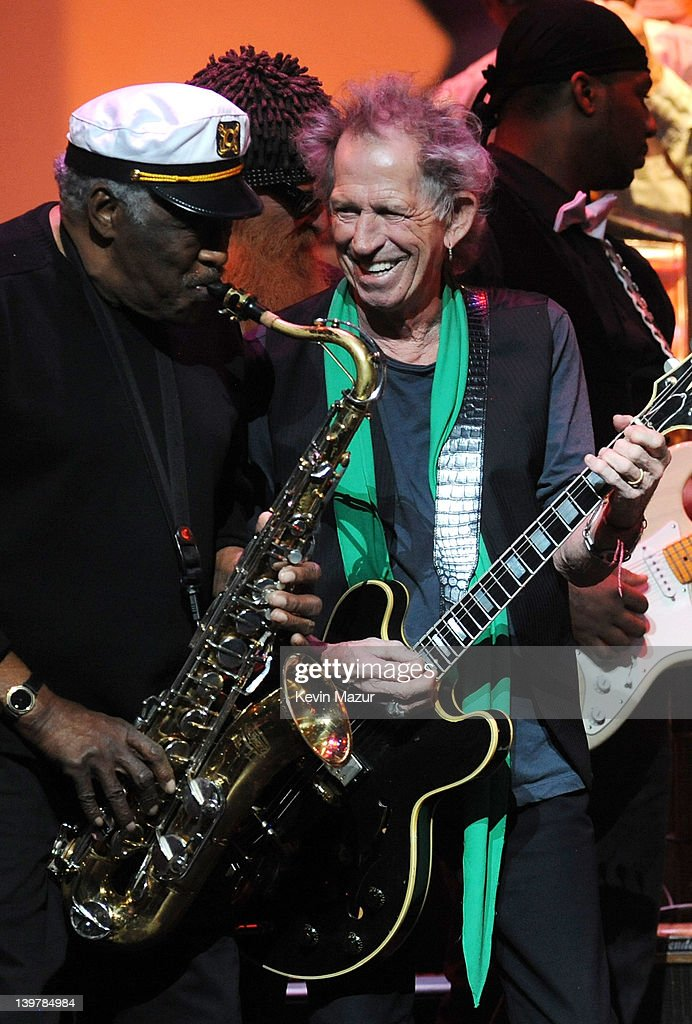 Eddie Shaw and <a gi-track='captionPersonalityLinkClicked' href=/galleries/search?phrase=Keith+Richards+-+Musician&family=editorial&specificpeople=202882 ng-click='$event.stopPropagation()'>Keith Richards</a> perform on stage during Howlin For Hubert: A Concert to Benefit the Jazz Foundation of America at The Apollo Theater on February 24, 2012 in New York City.