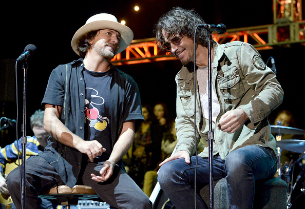 eddie-vedder-of-pearl-jam-and-chris-cornell-perform-during-the-28th-picture-id457937502?k=6&m=457937502&s=594x594&w=0&h=i5j8kkEEZKUuW-SPmYMP6iVY_y0ZeLbWB54rMAb5mfY=
