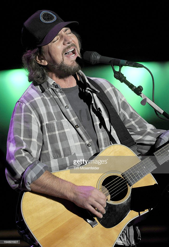 <a gi-track='captionPersonalityLinkClicked' href=/galleries/search?phrase=Eddie+Vedder&family=editorial&specificpeople=208156 ng-click='$event.stopPropagation()'>Eddie Vedder</a> of Pearl Jam performs as part of the 26th Annual Bridge School Benefit at Shoreline Amphitheatre on October 20, 2012 in Mountain View, California.