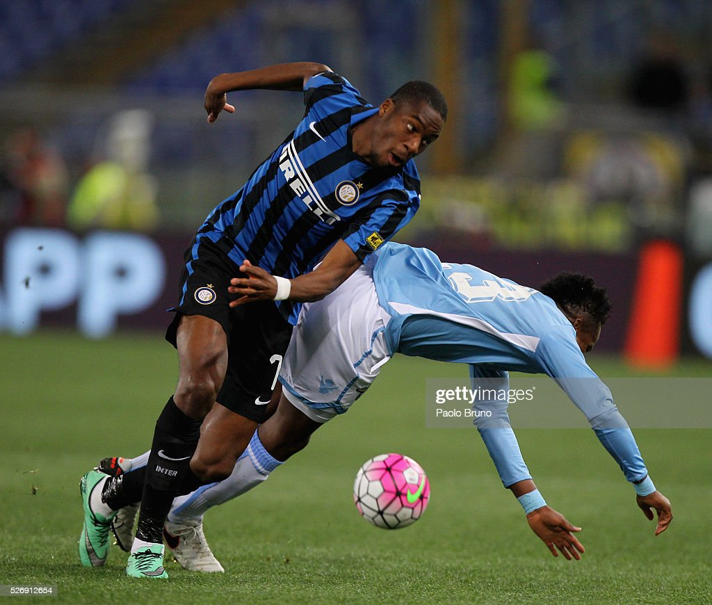 Eddy Onazi (R) of SS Lazio competes for the ball with Geoffrey Kondogbia of FC Internazionale Milano during the Serie A match between SS Lazio and FC Internazionale Milano at Stadio Olimpico on May 1, 2016 in Rome, Italy.