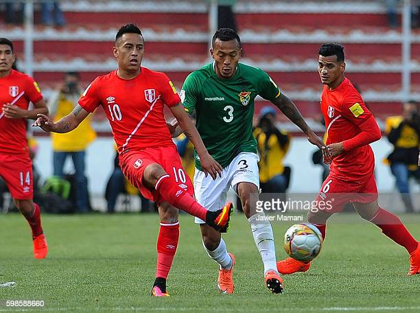 Edemir Rodriguez of Bolivia fights for the ball with Christian Cueva of Peru during a match between Bolivia and Peru as part of FIFA 2018 World Cup...