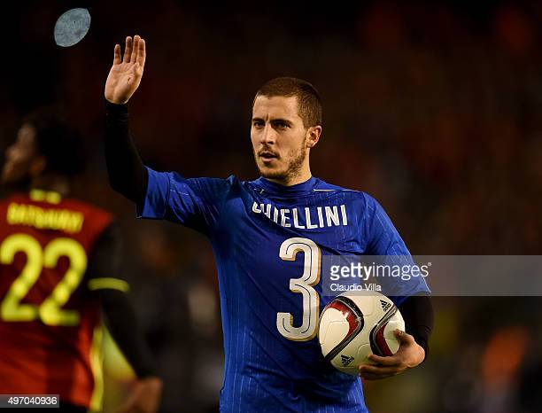 Eden Hazard of Belgium greets at the end of the game the intermational friendly match between Belgium and Italy at King Baudouin Stadium on November...