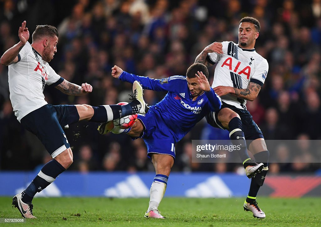 Eden Hazard of Chelsea battles for the ball with Toby Alderweireld (L) and Kyle Walker (R) of Tottenham Hotspur during the Barclays Premier League match between Chelsea and Tottenham Hotspur at Stamford Bridge on May 02, 2016 in London, England.jd