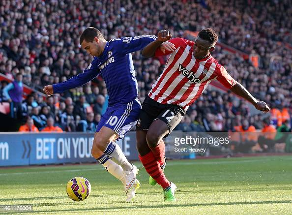 Eden Hazard of Chelsea holds off Victor Wanyama of Southampton during the Premier League match between Southampton and Chelsea at St Mary's Stadium...