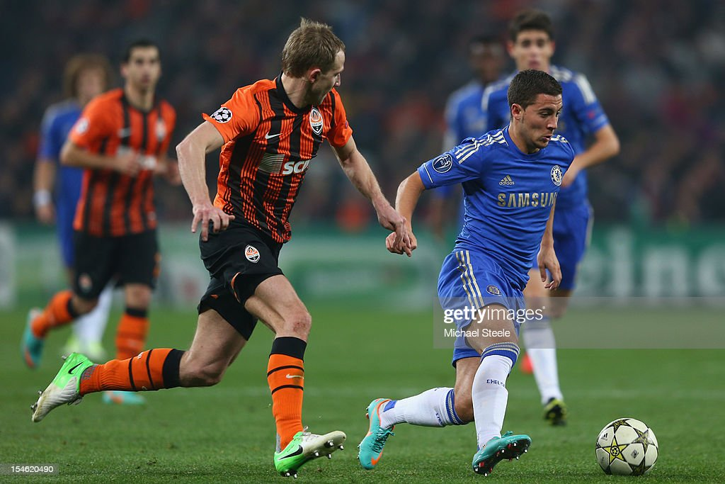 <a gi-track='captionPersonalityLinkClicked' href=/galleries/search?phrase=Eden+Hazard&family=editorial&specificpeople=5539543 ng-click='$event.stopPropagation()'>Eden Hazard</a> (R) of Chelsea is tracked by Olexandr Kucher (L) of Shakhtar Donetsk during the UEFA Champions League Group E match between Shakhtar Donetsk and Chelsea at the Donbass Arena on October 23, 2012 in Donetsk, Ukraine.