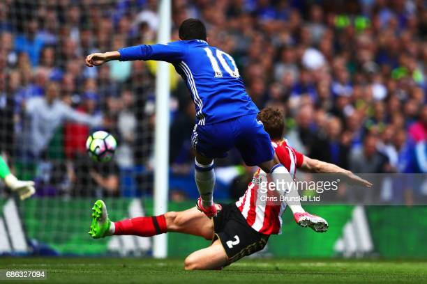 Eden Hazard of Chelsea scores his side's second goal during the Premier League match between Chelsea and Sunderland at Stamford Bridge on May 21 2017...