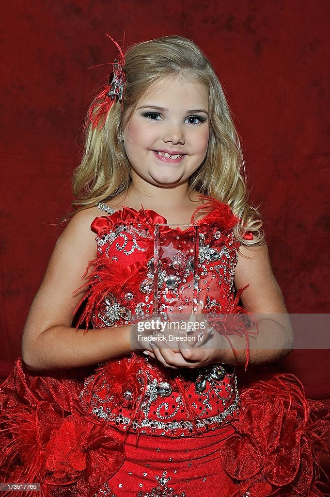 Eden Wood poses with her Entertainer of the Year Award at the First Annual Youth Excellence Awards at Holiday Inn Nashville Opryland Airport on July 15, 2013 in Nashville, Tennessee.