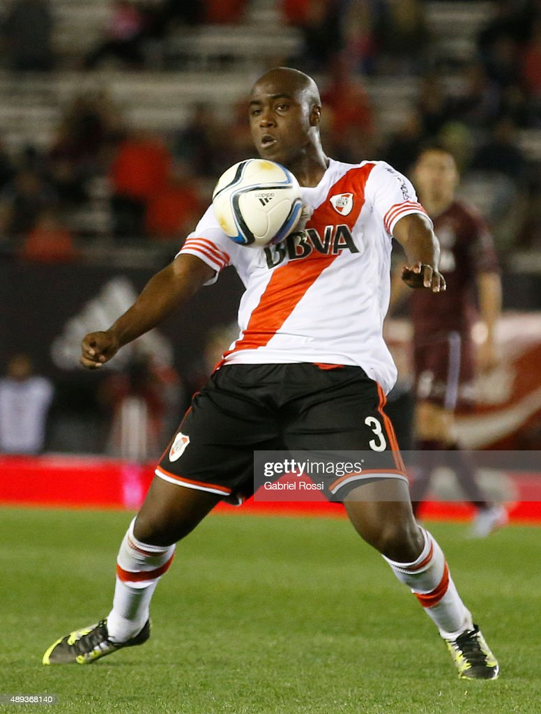 Eder Alvarez Balanta of River Plate controls the ball during a match between River Plate and Lanus as part of 25th round of Torneo Primera Division 2015 at Monumental Antonio Vespucio Liberti Stadium on September 20, 2015 in Buenos Aires, Argentina.