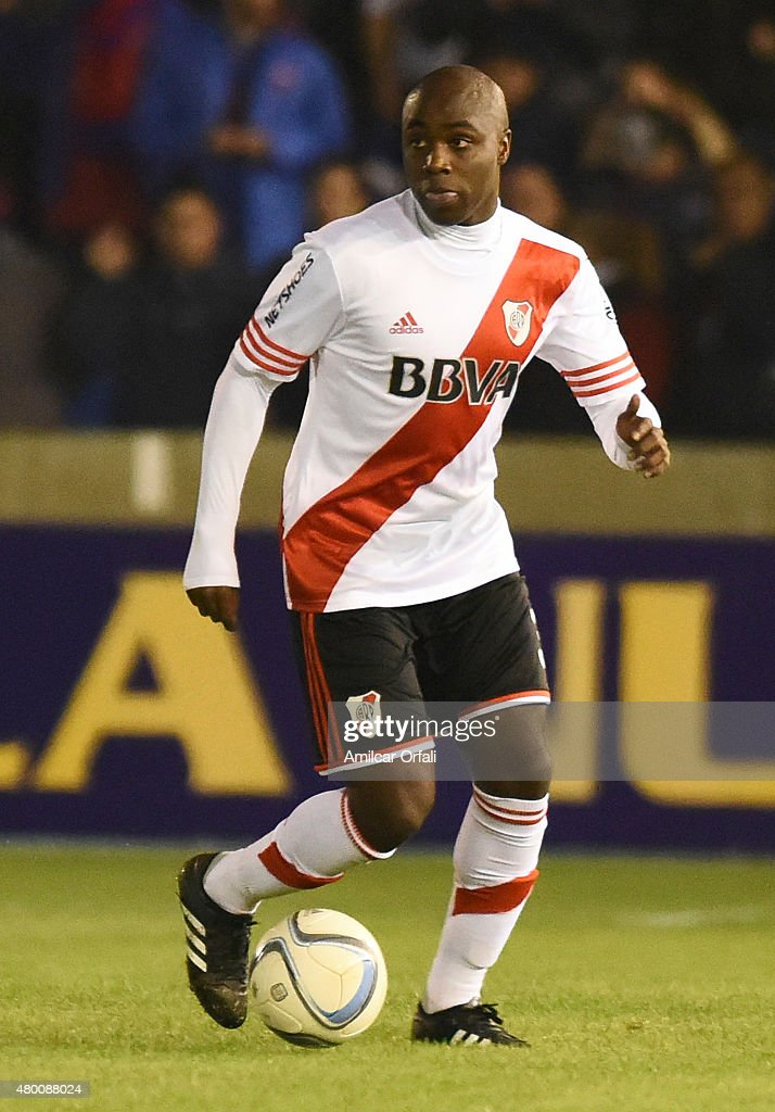 Eder Alvarez Balanta of River Plate drives the ball during a match between Tigre and River Plate as part of 13th round of Torneo Primera Division 2015 at Jose Dellagiovanna Stadium on July 08, 2015 in Victoria, Argentina.
