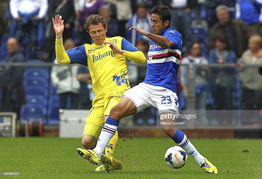 Eder Citadin Martins (R) of UC Sampdoria competes for the ball with Nicolas Frey (L) of AC Chievo Verona during the Serie A match between UC Sampdoria and AC Chievo Verona at Stadio Luigi Ferraris on April 27, 2014 in Genoa, Italy.