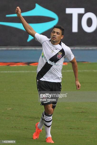 Eder Luis of Vasco da Gama celebrate a scored goal against Flamengo during a match between Flamengo v Vasco da Gama as part of Semifinal Rio de...