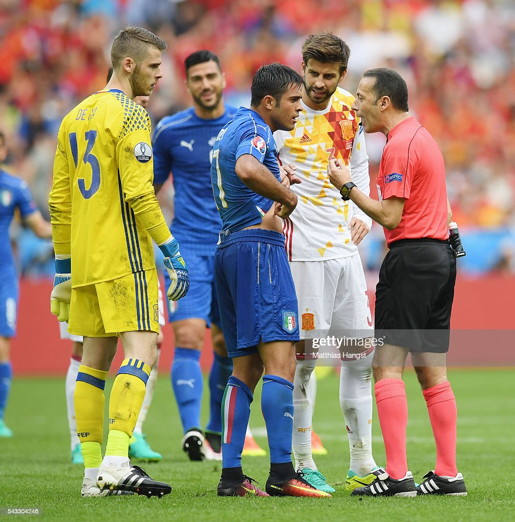 Eder of Italy appeals to referee Cuneyt Cakir during the UEFA EURO 2016 round of 16 match between Italy and Spain at Stade de France on June 27, 2016 in Paris, France.