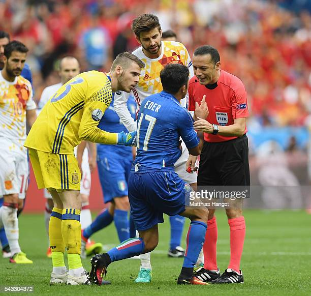 Eder of Italy appeals to referee Cuneyt Cakir during the UEFA EURO 2016 round of 16 match between Italy and Spain at Stade de France on June 27 2016...