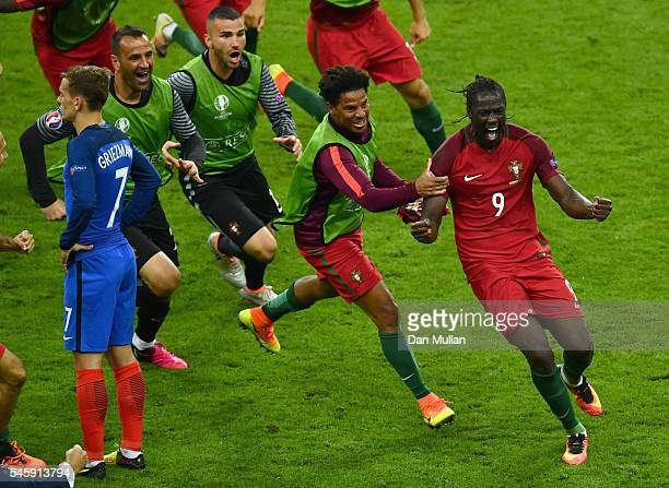 Eder of Portugal celebrates scoring the opening goal with his team mates during the UEFA EURO 2016 Final match between Portugal and France at Stade...