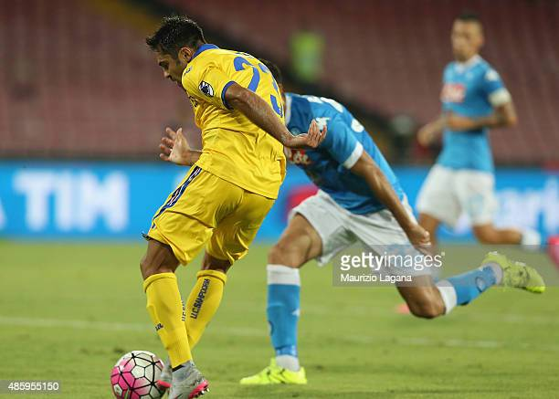 Eder of Sampdoria scores his team's equalizing goal during the Serie A match between SSC Napoli and UC Sampdoria at Stadio San Paolo on August 30...