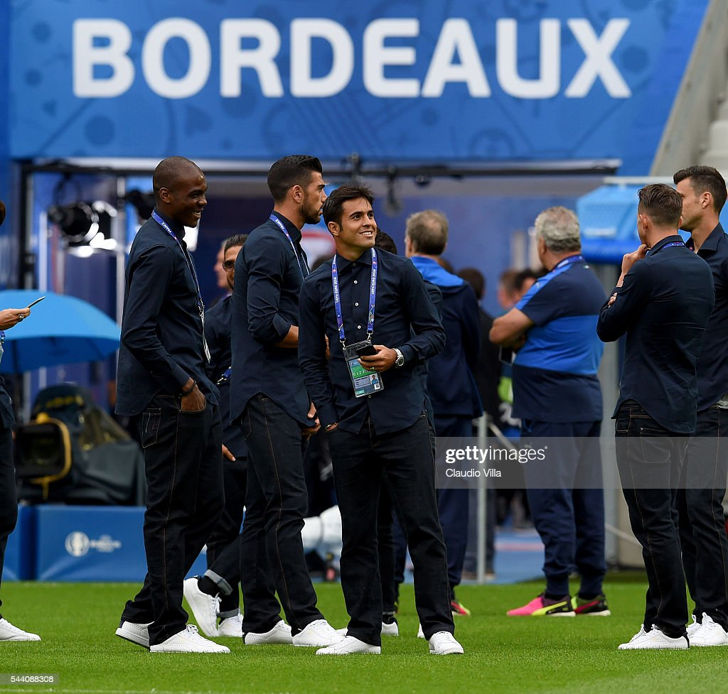 Eder (C) smiles during the Italy pitch walkabout at Stade de Bordeaux on July 1, 2016 in Bordeaux, France.