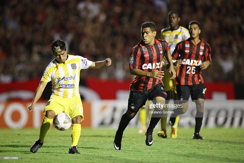 Ederson (R) of Atletico Paranaense battles for the ball against Nelvin Solis of The Strongest during a match between Atletico Paranaense and The Strongest as part of Copa Bridgestone Libertadores 2014 at Durival Britto Stadium on February 13, 2014 in Curitiba, Parana, Brazil.