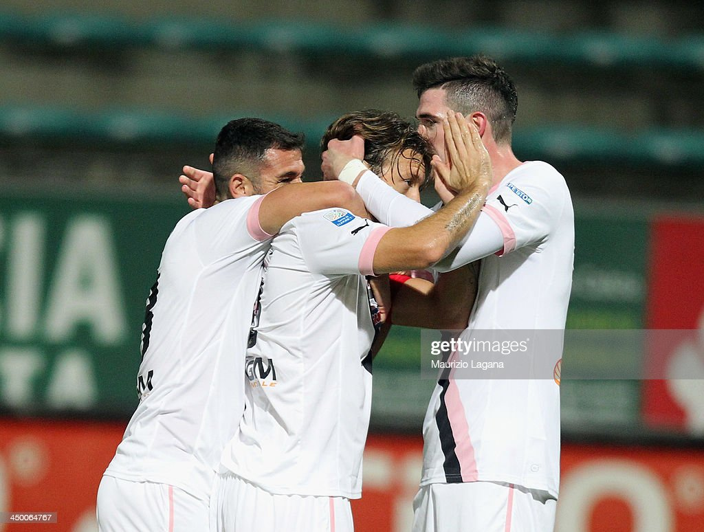 Edgar Barreto (C) of Palermo celebrates the opening goal during the Serie B match between Reggina Calcio and US Citta di Palermo at Stadio Oreste Granillo on November 16, 2013 in Reggio Calabria, Italy.