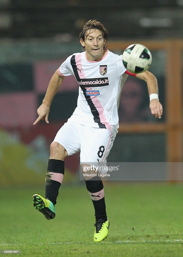 <a gi-track='captionPersonalityLinkClicked' href=/galleries/search?phrase=Edgar+Barreto&family=editorial&specificpeople=554005 ng-click='$event.stopPropagation()'>Edgar Barreto</a> of Palermo during the Serie B match between Reggina Calcio and US Citta di Palermo at Stadio Oreste Granillo on November 16, 2013 in Reggio Calabria, Italy.