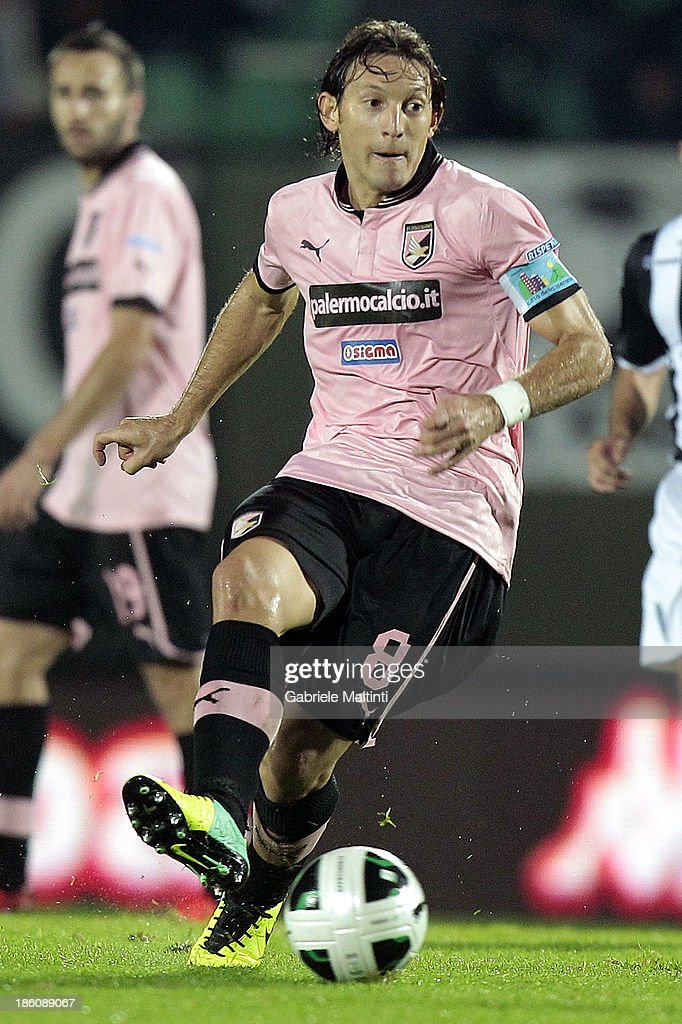 Edgar Barreto of US Citta' di Palermo in action during the Serie B match between AC Siena and US Citta di Palermo at Artemio Franchi - Mps Arena on October 21, 2013 in Siena, Italy.